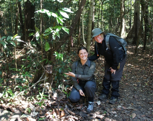 Tine & Penny setting up a camera trap