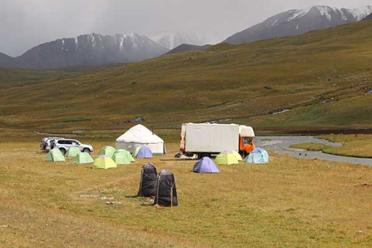 The 2016 base camp in the upper part of the valley